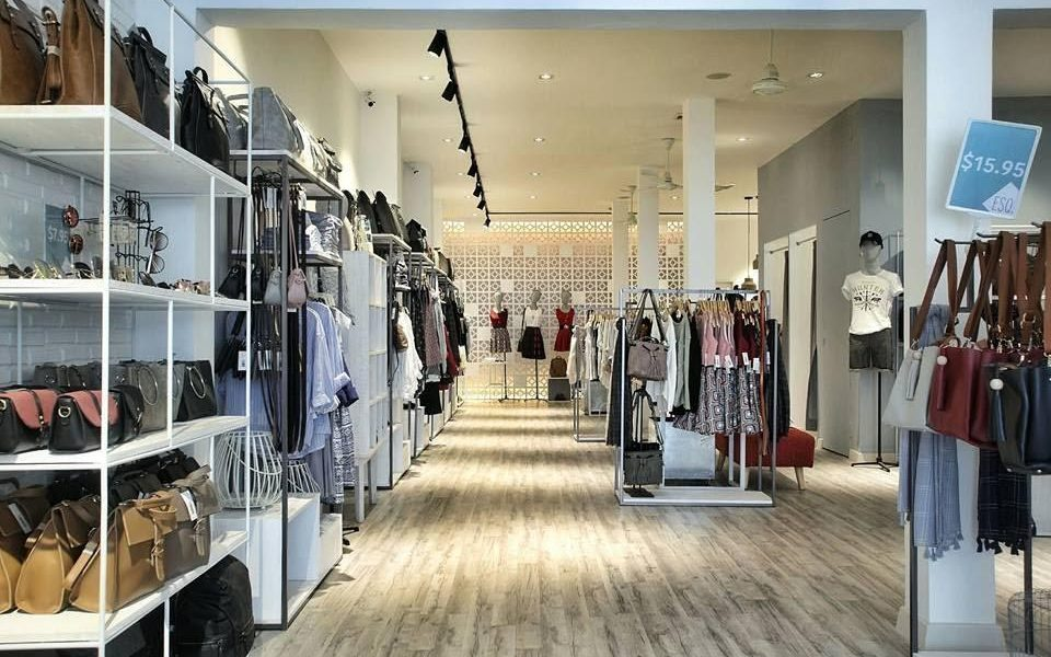 Small Clothes Shop Design Decoration Furniture - Boutique ...