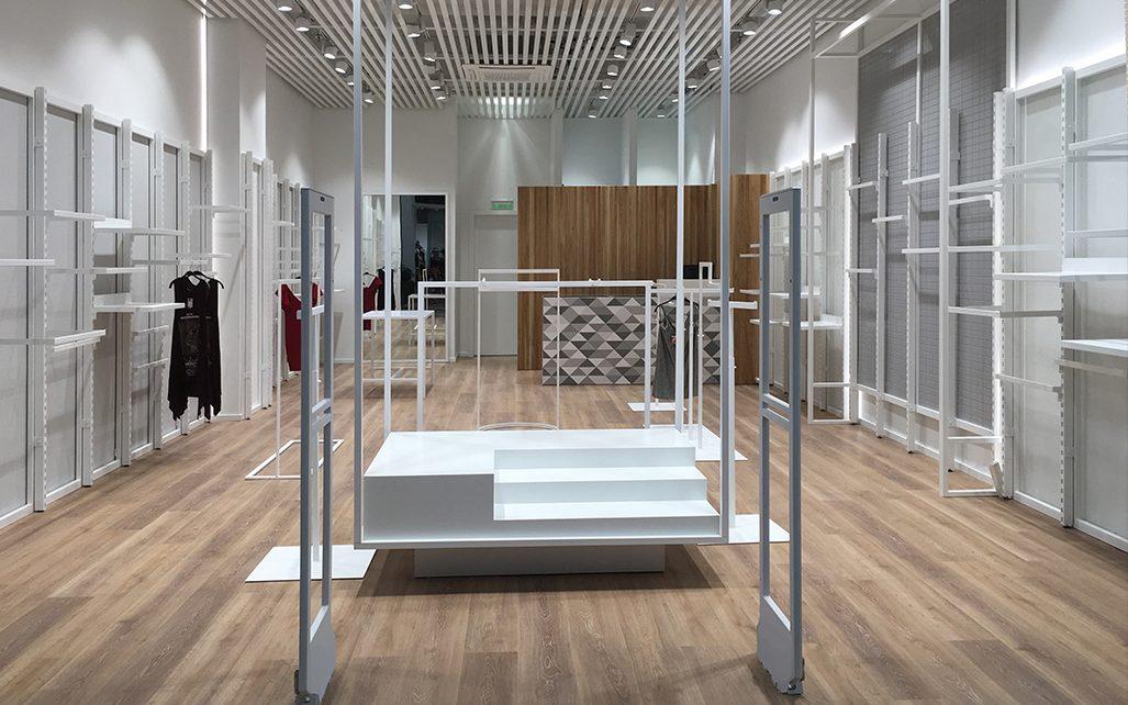 Junior Clothing Stores Showroom Display Decoration in UK ...
